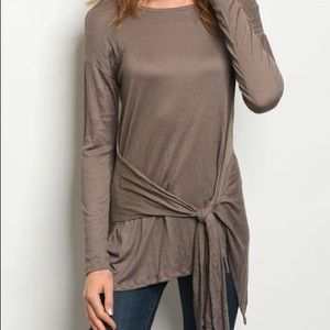 10/$50 DEAL! 🎉 olive tunic